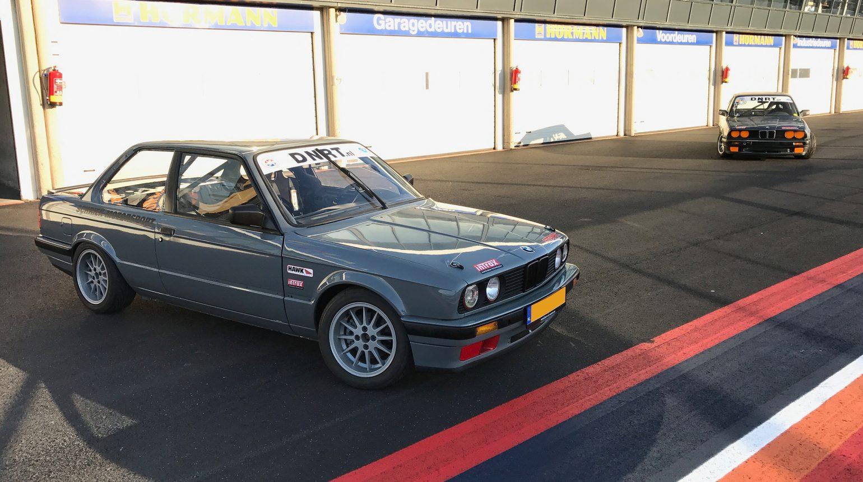 De Bmw E30 Raceautos Van Schriekmotorsport Op Circuit Zandvoort